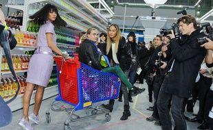 Rihanna, Cara Delevingne et Joan Smalls au défilé Chanel en 2014