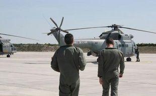 Embarquement à bord d'un Puma, à la base militaire de Cazaux (Gironde)