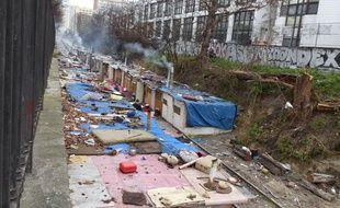 300 Roms et Roumains avaient installé un camp de fortune depuis juin dernier sur la petite ceinture le long du boulevard Ney (18e). (Photo archive).