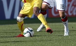 Souleymane Diarra (à gauche, sous le maillot du Mali.