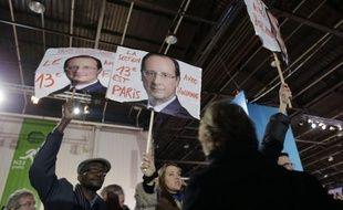 """A trois mois pile de la présidentielle, François Hollande s'apprêtait à tenir son premier grand meeting de campagne dimanche au Bourget, où il doit à la fois se dévoiler aux Français, se raconter et livrer sa """"vision"""" pour la France."""