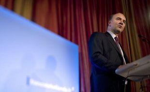 """Pierre Moscovici, directeur de la campagne présidentielle de François Hollande, a assuré lundi que le candidat socialiste et son équipe seraient """"à pied d'oeuvre"""" dès le 2 janvier pour répondre à une UMP qui est """"dans la vulgarité totale""""."""