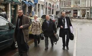 Jean-Pierre Kucheida, ancien député socialiste du Pas-de-Calais et maire de Liévin (62), comparaît le 9 avril 2013 avec sa fille Marie en audience correctionnelle au tribunal de Douai. Ils sont tous deux accusés d'abus de biens sociaux. Ici près du tribunal en compagnie de son avocat, Frank Berton (D).