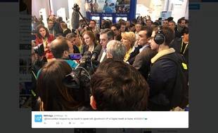 François Fillon a retweeté une photo de sa visite au CES sur le stand de Withings, le 5 janvier 2017.