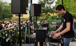 Un DJ à la fête de la musique 2020, illustration