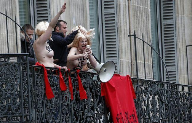 Des Femen perturbent le discours de Marine Le Pen le 1er mai 2015