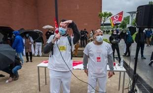Au CHU de Toulouse, certains soignants manifestaient pour demander plus de moyens pour l'hôpital le 11 mai 2020.