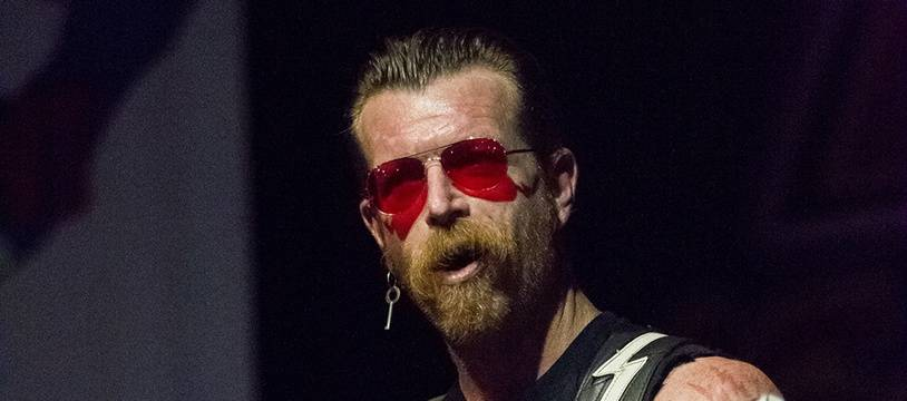 Jesse Hughes en concert avec les Eagles of Death Metal à Lisbonne, au Portugal.