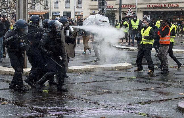 «Gilets jaunes» à Nantes: Deux individus interpellés pour incitation à l'émeute sur Facebook