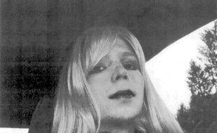 Bradley Manning, le jeune soldat responsable de la plus grande fuite de l'histoire des Etats-Unis, a attendu jeudi, le lendemain de sa condamnation à 35 ans de prison, pour révéler qu'il se sentait femme et voulait désormais se faire appeler Chelsea.
