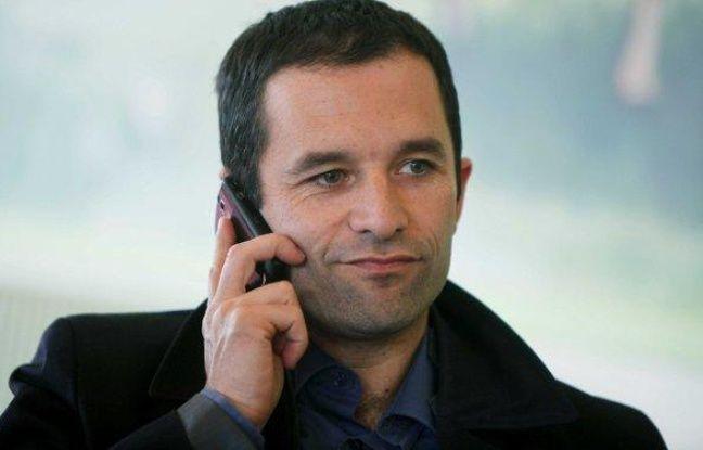 Benoît Hamon (PS), en campagne pour les européennes à Hauteville-sur-mer, le 16 mai 2009.