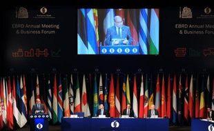 Le président de la Berd, Suma Chakrabarti, s'exprime lors de la réunion annuelle le 14 mai 2015 à Tbilissi, en Géorgie