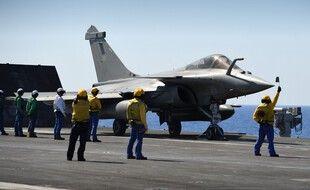 Un avion militaire français en Méditerranée, illustration