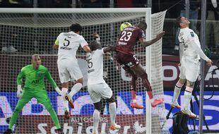 Le Messin Kouyaté égalise face au PSG.