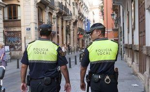 Des policiers à Valence, en Espagne.