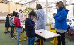 Lors de tests salivaires dans une école de Nice. (illustration)