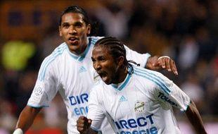 Les Marseillais Brandao (derrière) et Bakari Koné célèbrent leur but contre Nice, le 11 avril 2010