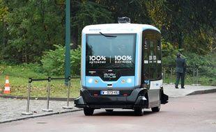 Une navette autonome dans le bois de Vincennes, près de Paris, en 2017.