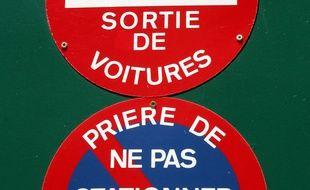 Stationnement si vous comptiez vous garer dans la rue for Panneau d interdiction de stationner devant un garage