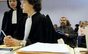 Le procès de Gaz de France, poursuivi pour homicides et blessures involontaires après la mort de 19 personnes soufflées par une explosion due à un fuite de gaz, fin 2004 à Mulhouse, s'est ouvert lundi. AFP PHOTO SEBASTIEN BOZON