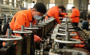 Des ouvriers en Chine à Taicang le 27 février 2020.