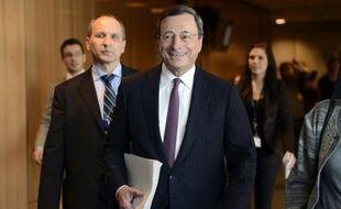 Le président de la Banque centrale européenne (BCE) Mario Draghi a souligné lundi les risques d'une longue période de taux directeurs bas, suggérant ainsi que l'institution ne compte pas les baisser encore davantage.
