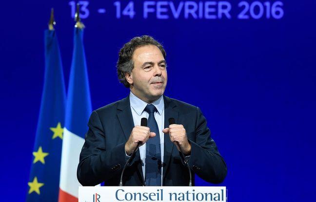 Luc Chatel à la tribune du Conseil national du parti Les Républicains, le 13 février 2016. L'ex-ministre est candidat à la présidence du CN, tout comme Michèle Alliot-Marie.