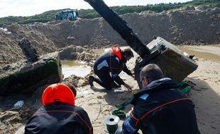 Les démineurs du GPD Manche de la Marine nationale en action sur la plage de Wissant, dans le Pas-de-Calais, le 6 juillet 2020.