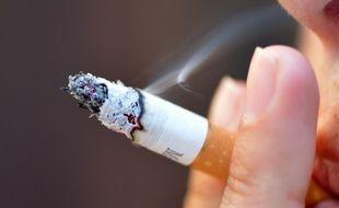 Un fumeur, en France, en 2012. (archives)