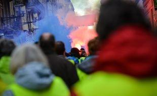 """Des """"gilets jaunes"""" manifestent à Bordeaux le 20 janvier 2019."""