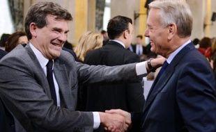 """Arnaud Montebourg s'est donné pour mission de faire de son ministère du Redressement productif celui de la """"reconquête"""" des emplois industriels, lors de la passation de pouvoirs jeudi avec le ministre sortant de l'Economie, des Finances et de l'Industrie François Baroin."""