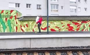 Une fresque de 160 m² habille les murs de la halte ferroviaire de Pontchaillou à Rennes.