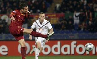 AS Roma's Matteo Brighi scores against Bordeaux during their Champions League soccer match at the Olympic stadium in Rome December 9, 2008. REUTERS/Max Rossi (ITALY)