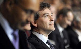 """Le député socialiste Arnaud Montebourg a estimé lundi que Nicolas Sarkozy n'est pas seulement """"devancé, il est isolé"""", après le premier tour de l'élection présidentielle."""