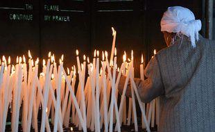 Une fidèle catholique en pèlerinage à Lourdes. illustration.