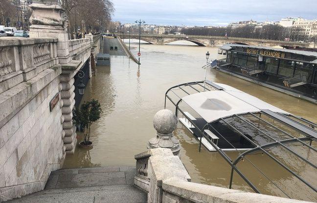Paris, le 24 janvier 2018 - Le bistrot Alexandre III inondé par la crue de la Seine