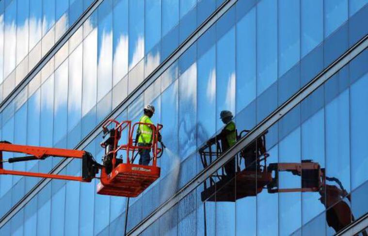 """Une fenêtre """"intelligente"""" qui régule la chaleur solaire et qui en plus peut générer de l'énergie, tout en restant transparente: c'est le concept innovant présenté jeudi dans la revue Nature Scientific Reports par une équipe chinoise."""