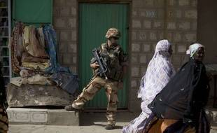 Patrouille d'un soldat français dans la capitale malienne en janvier 2013.