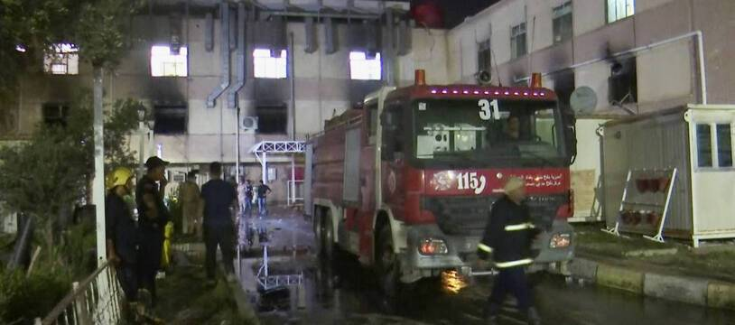 Intervention des pompiers à l'hopital Ibn al-Khatib à Bagdad, le 24 avril 2021.