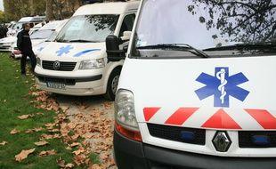 Les ambulanciers ont pris en chasse la voiture folle . Illustration.