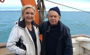 Marine Le Pen et Gilbert Collard sont sur un bateau