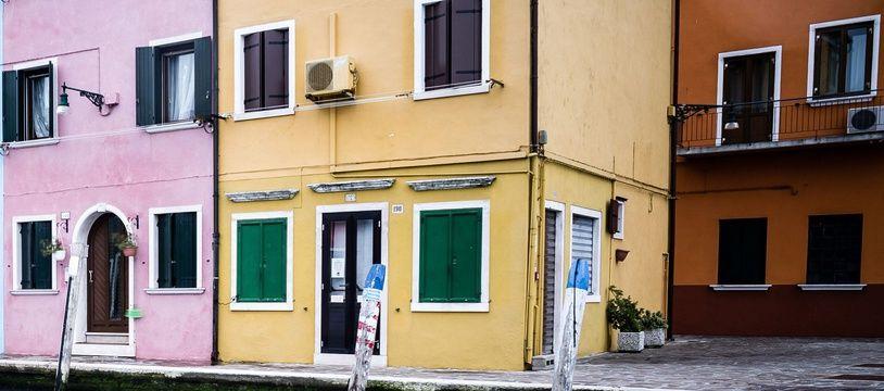 Illustration de maisons colorées en Italie.