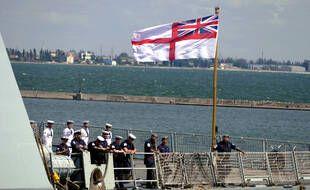 Les membres d'équipage du destroyer HMS Defender de la Royal Navy britannique dans le port d'Odessa, sur la côte ukrainienne de la mer Noire.