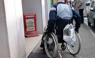 Une personne en fauteuil roulant (Illustration).