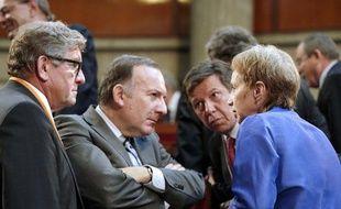Pierre Gattaz (centre) et Laurence Parisot (à droite) en juillet 2009 à Paris.