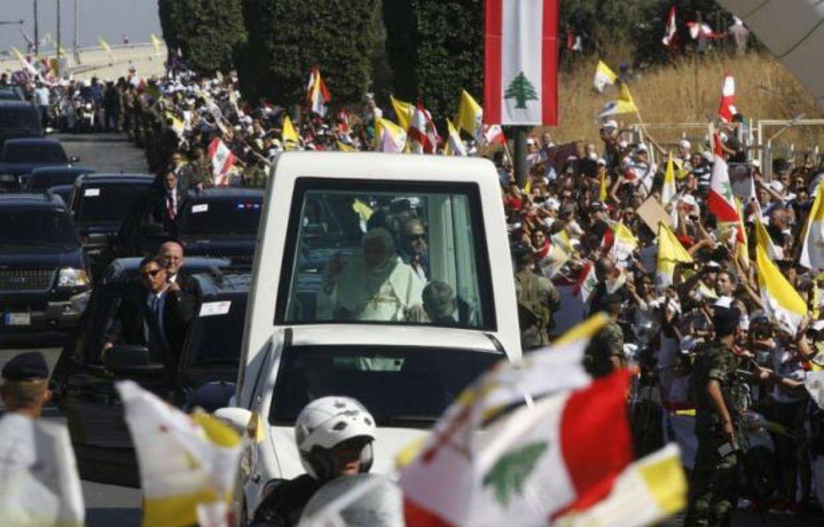 """Le pape Benoît XVI a exhorté samedi les peuples du Moyen-Orient à """"dire non à la vengeance"""" et à bannir """"la violence verbale et physique"""", en les appelant à accepter """"la société plurielle"""". – - afp.com"""