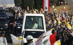 """Le pape Benoît XVI a exhorté samedi les peuples du Moyen-Orient à """"dire non à la vengeance"""" et à bannir """"la violence verbale et physique"""", en les appelant à accepter """"la société plurielle""""."""