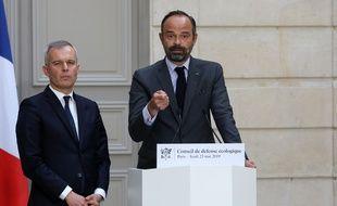 Le Premier ministre Edouard Philippe et le ministre de l'Ecologie François de Rugy à l'issue de la réunion du Conseil de défense écologique au palais de l'Élysée.