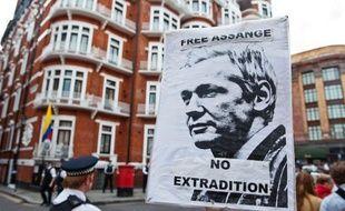 """L'Equateur a accordé l'asile politique au fondateur de WikiLeaks Julian Assange, réfugié depuis deux mois dans son ambassade à Londres, une décision qui """"ne change rien"""" pour le gouvernement britannique, pour qui le blocage pourrait s'éterniser."""