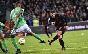 Valentin Eysseric a inscrit le seul but du match d'une belle frappe du pied gauche malgré le géant suisse Léo Lacroix.